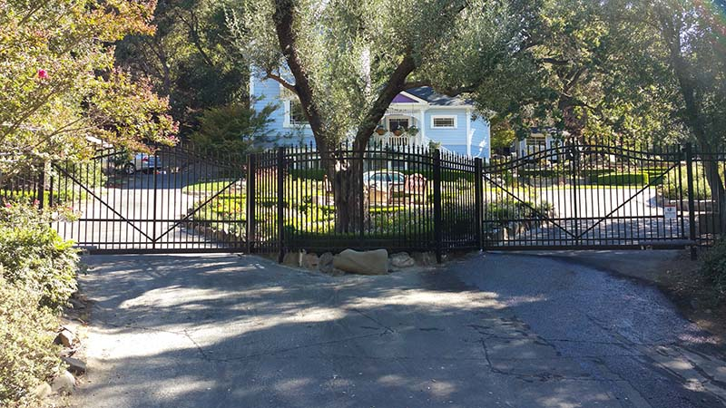 aluminum cantilever gate1