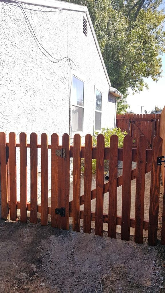 1×4 picket fence 2