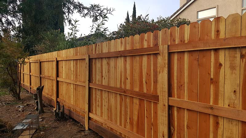 Redwood Dog Ear Fence  with Kickboard and Metal Postmasters– 2