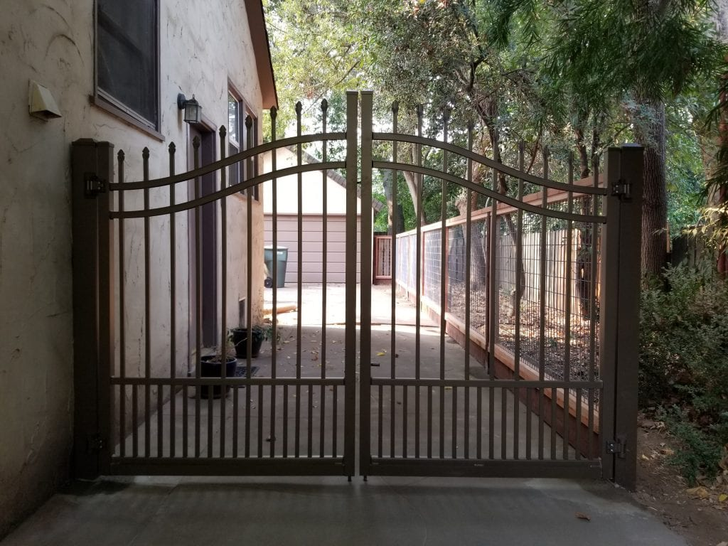 Aluminum Double Gate with Puppy Pickets and No Climb Wire – 18