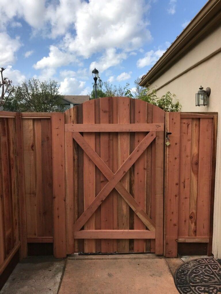 Custom Arched Gate Board on Board Cap and Trim – Frame Side – 16