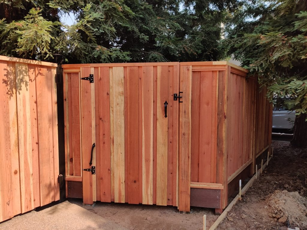 Board on Board Cap and Trim Gate with Pool Spring – 9