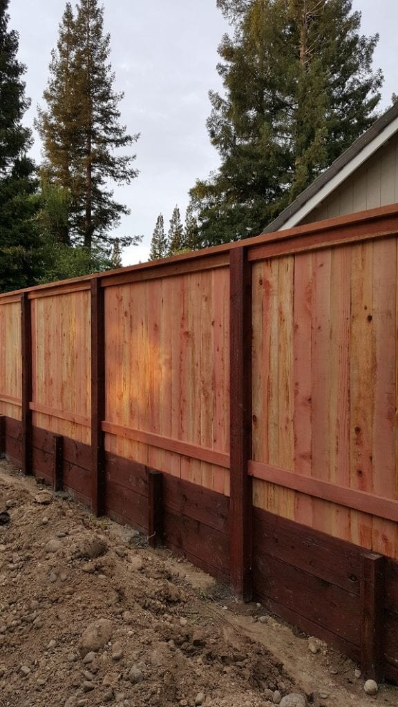 Solid Board Cap and Trim with Retaining Wall – 1